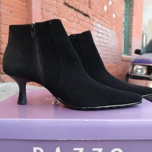 Pazzo Prefered black cow suede Womens heels Sz 9.5